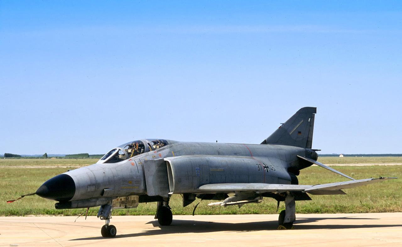 F-4F_phantom_II_09.jpg